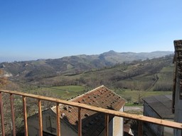 1950's 3 bedroom farm house with 200sqm garden and fantastic mountain views in a peaceful hamlet1