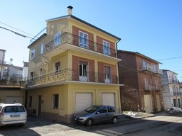 Two 60sqm floors of a three floor building with garden and  the terrace 300 meters to the town center1