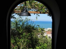 Open sea views, 2km to the beach from a finished 1 bed house and 3000sqm of land for tourist activites.1