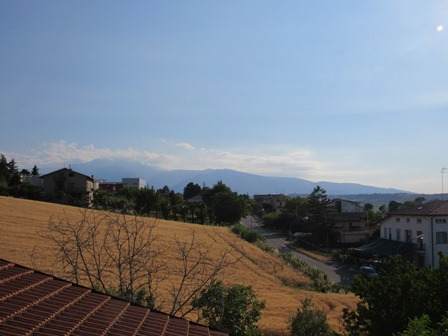 Fantastic sun terrace, habitable, 2 beds, wind turbine, well, 4km to Lanciano.