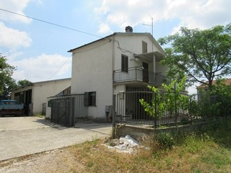 Detached, 3 bed, habitable farm house with 1500sqm of land , 4 outbuildings, solar panel. 1