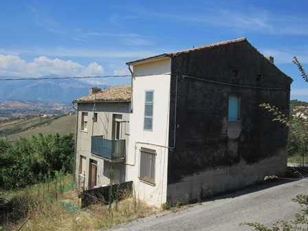 SOLD.Detached farm house with 8000sqm of land, 300 meters from the town and fantastic open mountain views. 1