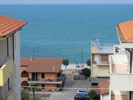 SOLD. Detached, 5 bedroom town house with sea view terrace, 500 meters to the beach with parking and 1000sqm of garden