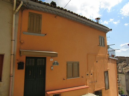 Historic, stone, recently renovated 2 bedroom town house in the historic centre of Casoli, with fantastic roof terrace