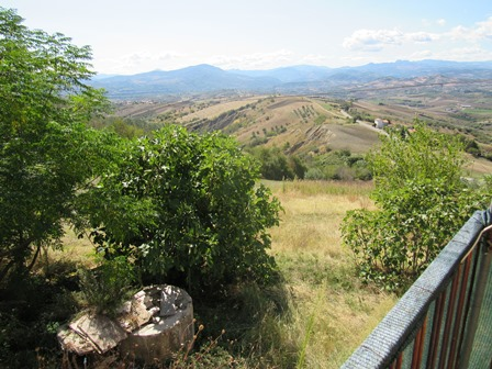 UNDER OFFER 2 bed, 9000sqm of land, 200 meters to lively town and fabulous mountain views.