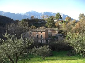 Mountain, stone farm, character full building, 4 buildings, 800 meters to the town. 1