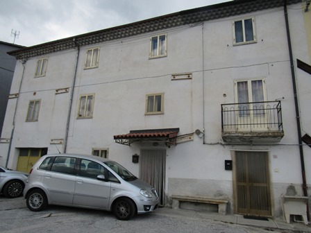 60sqm apartment to renovate, 10km to Roccaraso ski resort.