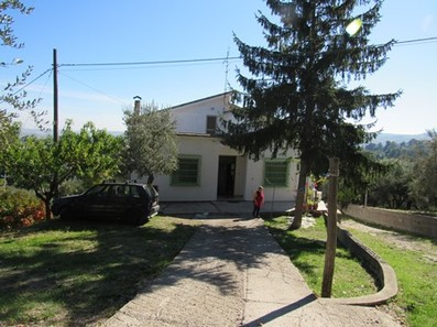 5 bed,detached, finished villa with garden 500 meters to town, with sun terrace with views.1