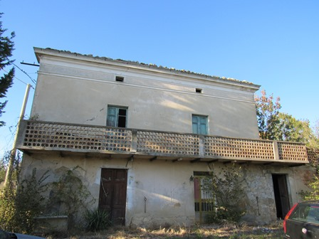 Detached, 160sqm farm house, 3 bed, barn, no neighbours, 40,000sqm land, fantastic mountain and town views