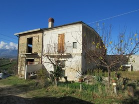 Partially renovated, 2 bed, garden, peaceful , fantastic mountain views and original brick house of 110 sqm 1