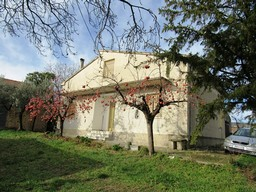 Detached, farm house of 180sqm, 3 beds, with 10,000sqm of olive grove and 2 out-buildings
