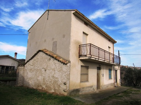 3 beds, peaceful country house of 160sqm , finished1