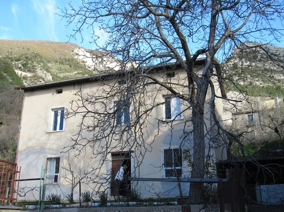 Detached, stone town house of 120sqm with garden , out buildings and mountain views near the ski resorts2