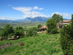 5 bedroom, habitable, 180sqm country house with 10,000sqm of land and mountain views1