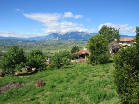 5 bedroom, habitable, 180sqm country house with 10,000sqm of land and mountain views