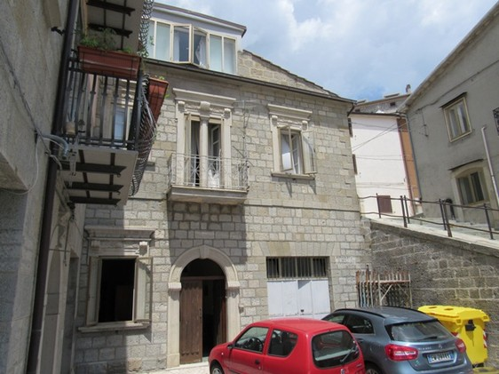 250sqm, stone structure in habitable condition, in a small town with basic facilities1