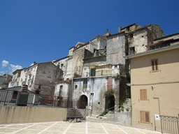 Original condition 1900s, stone town house with 3 bedrooms, sun terrace, in a fantastic, typical Italian town 1