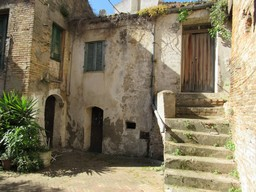 Beach side, stone, 2 bedroom, town house in the center of a lively, typical Italian town to restore