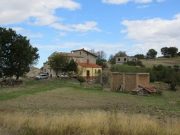 10 hectares of land around a group of stone houses in a panoramic, mountain location 4km to Torricella Peligna.