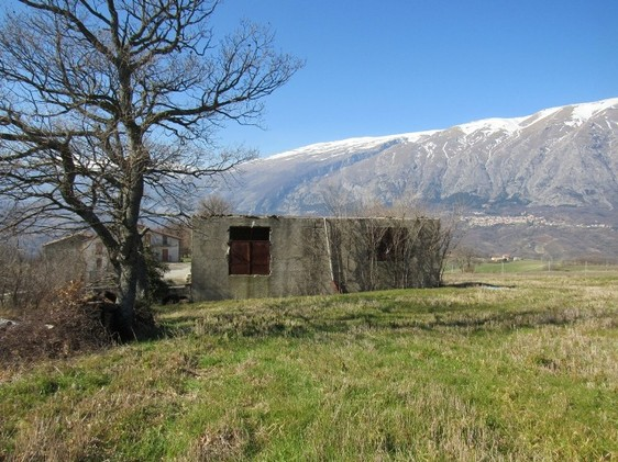 Detached barn of 140sqm to be converted into a house with 10,000sqm of land and fantastic, open, mountain views.