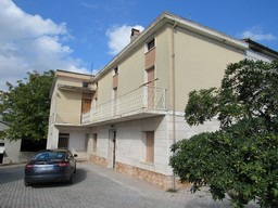 Detached Villa with four out buildings and 4 hectares.