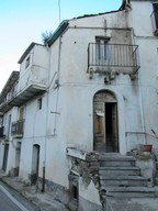 3 bedroom town house with open views in the historical part of a very Italian town.