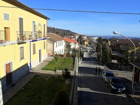 Apartment of 45sqm for sale in a quiet spot in a lively town, with open views of the valley and distant sea.1